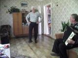 дед танцует яблочко в 75 лет красавчик))